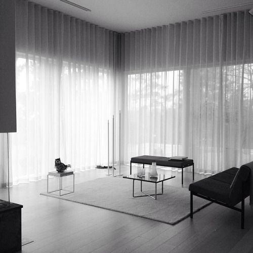 Artek Kiki sofa and Kiki bench - design Ilmari Tapiovaara Photographer Andy Liffner. Styling Thomas Lingsell