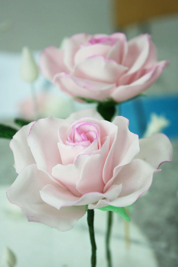 Realistic gumpaste rose tutorial. WOWW!:-)  Cukorpasztát és eszközöket vásárolj a GlazurShopban! http://shop.glazur.hu