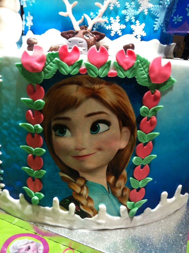 Dettagli della Torta Frozen x la mia bambina #torta #Frozen #chiryscakes #disney #cakedesign #Anna #fondant