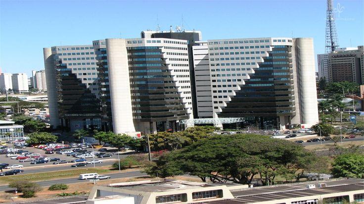 O Centro Empresarial Varig está localizado no Setor Comercial Norte, na Asa Norte em um endereço estratégico no eixo dos grandes negócios, localizado próximo as Vias W3 Norte e N2 Oeste em frente ao Brasília Shopping e ao lado do Setor Hoteleiro Norte.