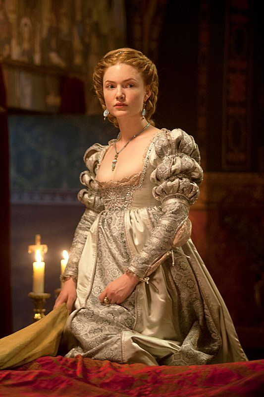 the-garden-of-delights: Holliday Grainger as Lucrezia Borgia in The Borgias (2012).