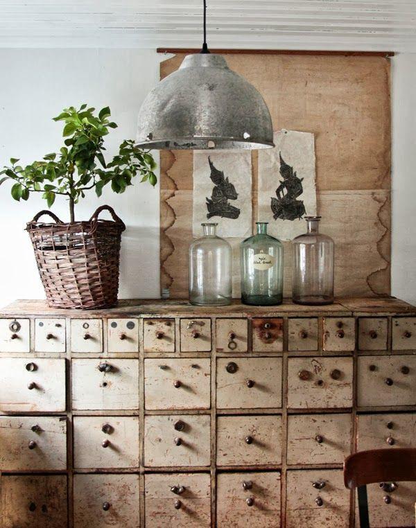 Brocante, meuble d'atelier, meuble à casiers, déco industrielle vintage