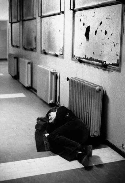 Col culo esposto al radiatore s'era assopito il cantautore - Fabrizio De Andrè