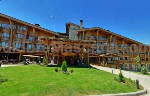 Studio in Pirin Golf  Country Club Bansko Located 6 km from Gondola Lift, Studio in Pirin Golf  Country Club offers accommodation in Bansko. Studio in Pirin Golf  Country Club features views of the mountain and is 11 km from Ski tracks Bansko. The kitchen has a fridge.