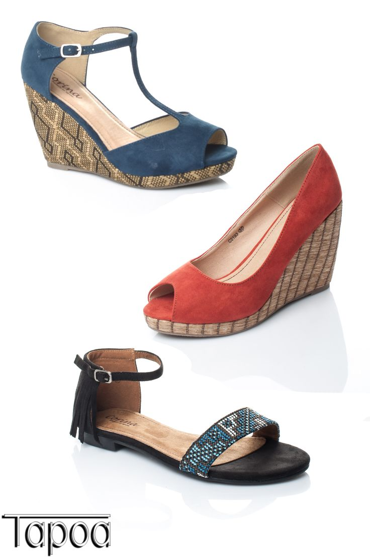 En Tapoa tenemos una gran variedad de sandalias para que puedas elegir.  ¿Qué estilo de sandalia te gusta más? Aquí te mostramos unas preciosas cuñas y una sandalia plana con flecos.