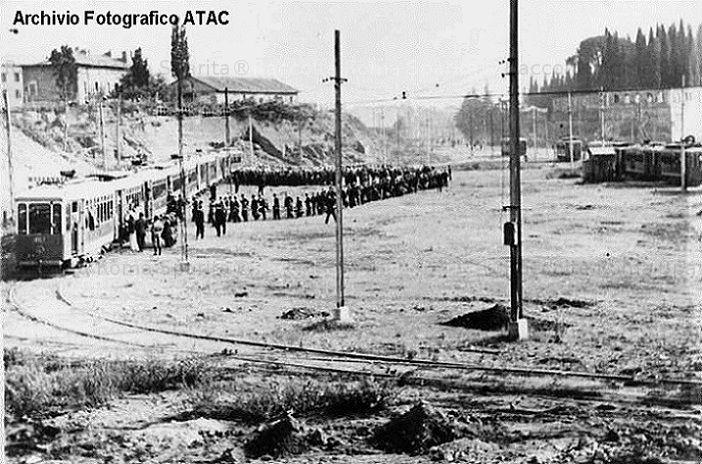 Piazzale del Verano. Capolinea attivato nel 1930 e smantellato nel 1935 Anno: 1930-35