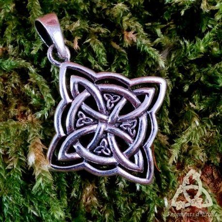 les 43 meilleures images du tableau collier celtique sur pinterest bijoux collier cadeau noel. Black Bedroom Furniture Sets. Home Design Ideas