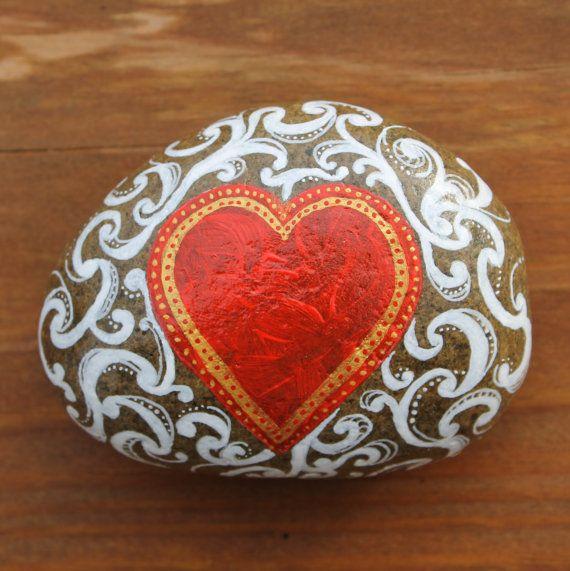 La romantique : paperweight main Valentine peint par StoneRaeker