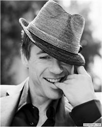Роберт Дауни младший. Его называют актером, продюсером, сценаристом, певцом, отцом и мужем – а при всем при этом – он просто отличный человек с непростым прошлым. Голливуд не принимает обычных людей с...