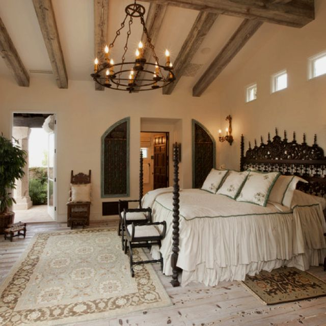 20 Glorious Old Mansion Bedrooms: Romantic Bedroom Decor