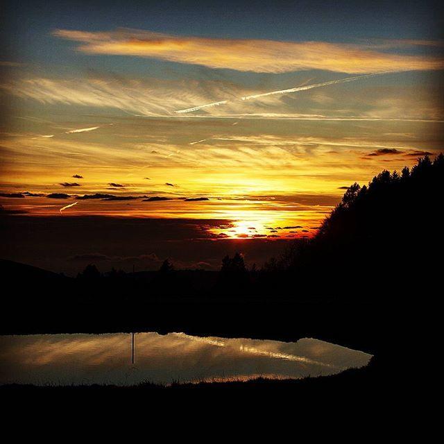 Reposting @fabiogavioli89: #all_sunsets #beautiful #cloudporn #clouds #color #gorgeous #horizon #ig_sunsetshots #instagood #instasky #instasunsets #isea_sunsets #nature #night #orange #photooftheday #pink #pretty #red #scenicsunset #silhouette #sky #skyporn #sol #sun #sunrays #sunset #sunsetvision#sunshine#view