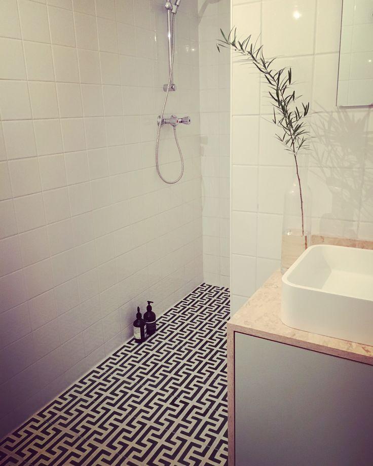 Une salle de bain chic à Rotterdam ... Carreaux de ciment Bahya Motif Kasbah www.bahya-deco.com