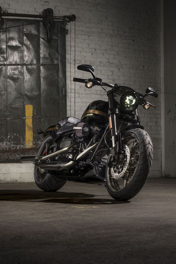 Harley added to its 2016 cvo line of premium motorcycles today with the launch of the 2016 harley davidson cvo pro street breakout at the aspen x games