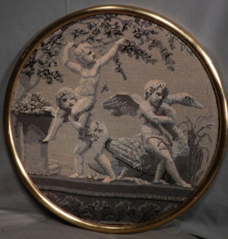 Антикварная французская вышивка гобелен обнаженная Мальчик Путти играет золотой лист рамка круглая