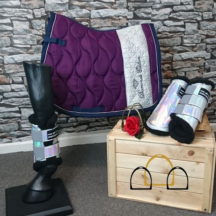 Love purple? Like to be a little bit different? This matchy set by HKM Sports Equipment has it all covered! This beautiful limited edition saddle pad is made from 100% polyester and is anatomically formed to ensure the perfect fit to your horse. It is easy clean being machine washable and is suitable for the tumble dryer. It is part of HKM Sports limited edition collection so it won't be around for long, especially as this purple colour is so striking! #matchyset #LoftyEquestrian