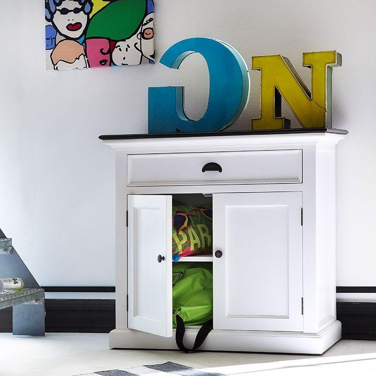 Lage buffetkast wit hout met 2 deuren, 1 lade en een zwart blad. Van het merk Nova solo https://www.meubelen-online.nl/Buffetkast-Landhuis-wit-met-zwart-blad-2-deuren-1-lade