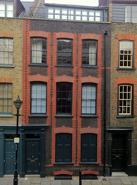 Fine Huguenot house of 1726, Fournier Street, Georgian Streets of London. Read more about Fournier Street here: http://en.wikipedia.org/wiki/Fournier_Street