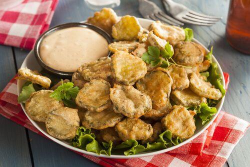 Prueba con estos sencillos pepinillos fritos. En el siguiente artículo encontrarás muy buenas recetas. ¿Te animas a prepararlos?