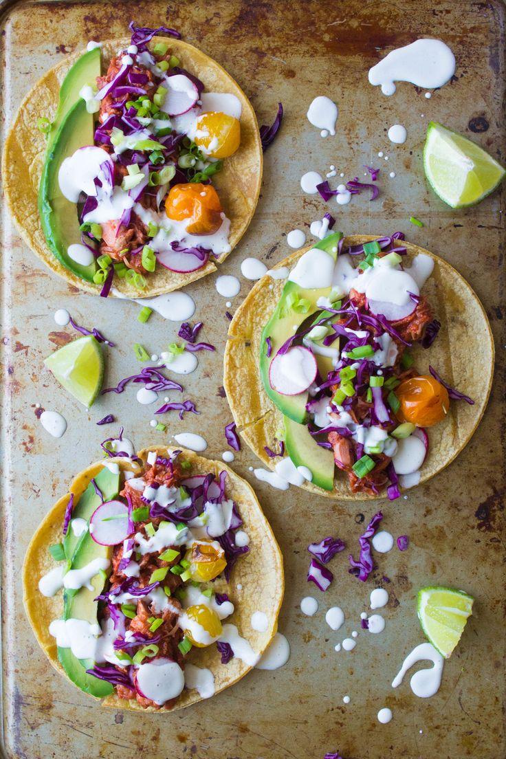 Sooo fein! Vegane Tacos mit Avocado, Tomaten, Blaukraut und Limette!:) Ein herrlich frisches und schnell gemachtes Rezept mit Avocado! #vegantacos #veganetacos #avocado #avocadorezept #veganesrezeptavocado #veganetacosavocado #tacosavocado #veganesrezept #veganesfingerfood