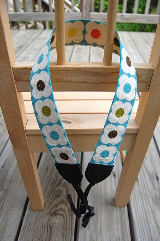 finally... a tutorial for a camera strap... NOT a camera strap cover.  YAY!