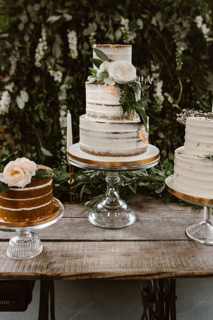 This styled shoot was inspired by the urban boho bride. When you think of bohemian brides, you may be forgiven for conjuring images of tipis, yurts, macrame and outdoor, free- spirited weddings drenched in glistening sunlight and blanched tones.