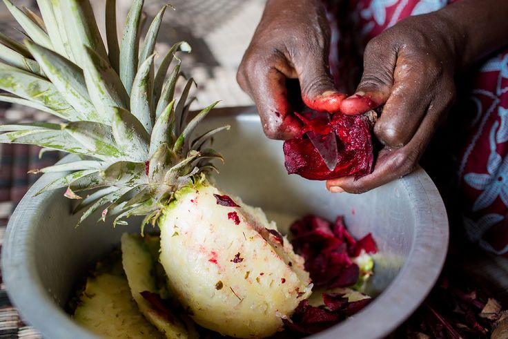 You have to get your hands dirty to enjoy delicious food! #Rwanda (Photo credit: Esther Havens)