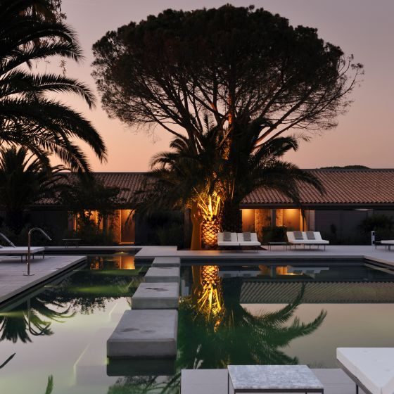 Go for a refreshing dive in the swimming pool, the ideal place for sunbathing and tasting marvellous cocktails.