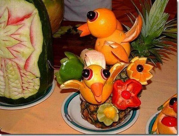 hermosa figura hecha con frutas :)  :) :)