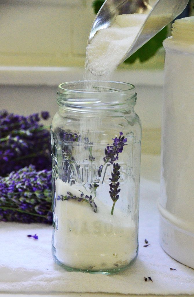 How to make lavender sugar ... works a treat.  I used fresh English (Hidcote) lavender from my garden.  Use in scones with some lemon zest and serve with lemon curd.