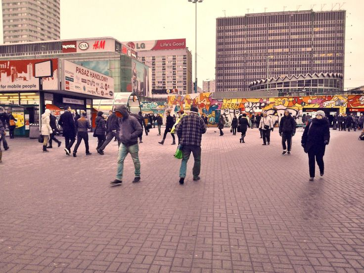 Patelnia - miejsce spotkań wielu ludzi, manifestacji, a także występów ulicznych.