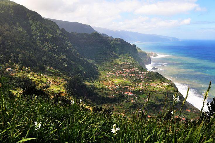 A ilha da Madeira é um dos mais belos e procurados destinos na Europa. Veja o que fazer, como ir, os melhores hoteis e os locais que deve visitar na ilha.