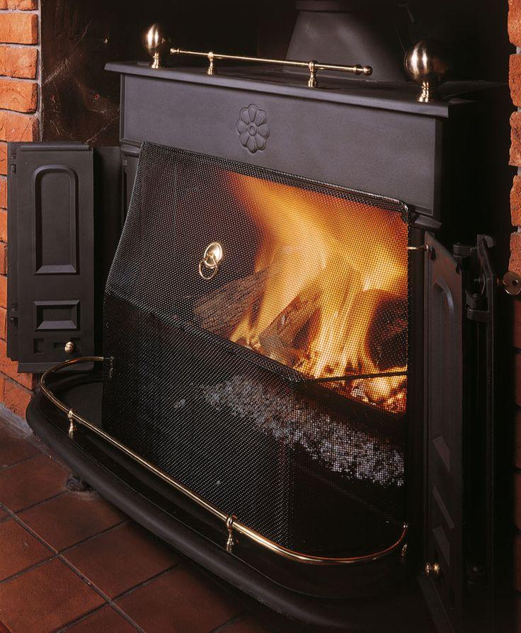 Le poêle à bois Regency de Stovax avec pare-feu en gros plan.