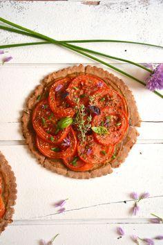 Tarte végétale tomate ~ moutarde { Sans gluten } http://www.lesrecettesdejuliette.fr