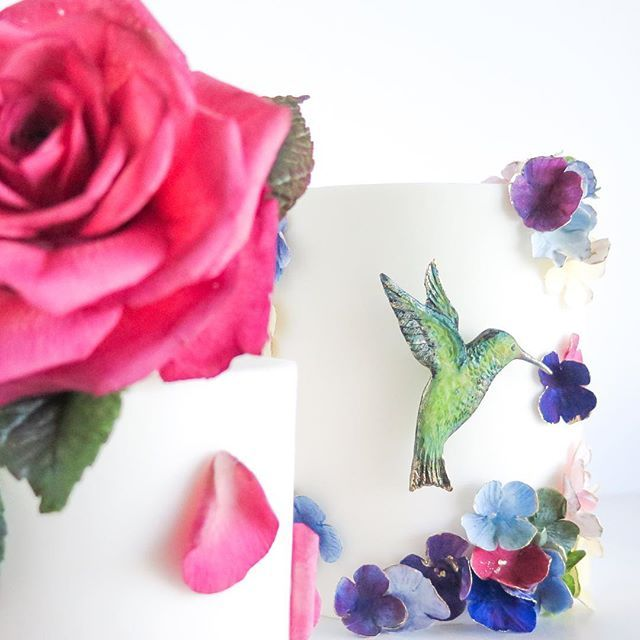 Joining us for the Hummingbird Garden or the Full Bloom Rose workshop? by Emmy Roberts of Cake Bijou.