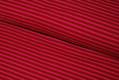 Ty Florian Boutik :  Essentiellement pour les jerseys campan et les bords-côtes Hilco. Ils vendent aussi les produits France Duval Stalla, Liberty, Les Moutons de Kalou, des numéros des magazines Ottobre, etc. Intéressant pour ne pas commander à plusieurs endroits et limiter les frais de port.  Dans chaque colis, une petite carte de remerciements manuscrite et des bonbecs ;-)