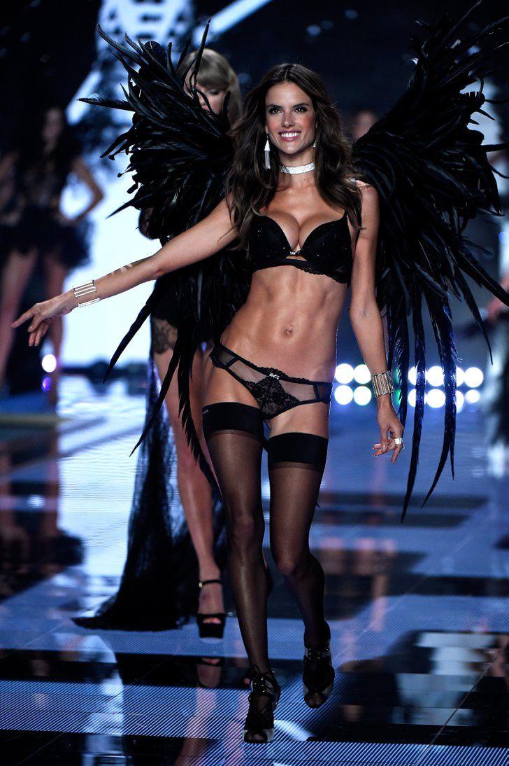 Pin for Later: Toutes Les Photos du Défilé Victoria's Secret, C'est Par Ici Défilé Victoria's Secret 2014 Alessandra Ambrosio