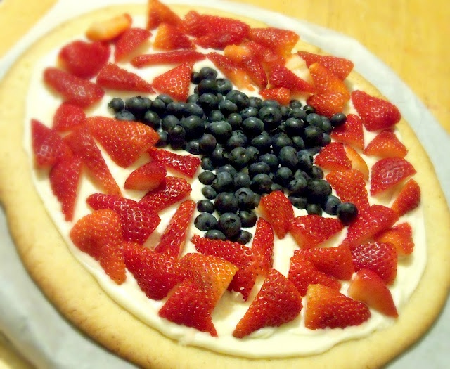 Cupcake Wishes & Birthday Dreams: {July 4th Ideas} Patriotic Fruit Pizza