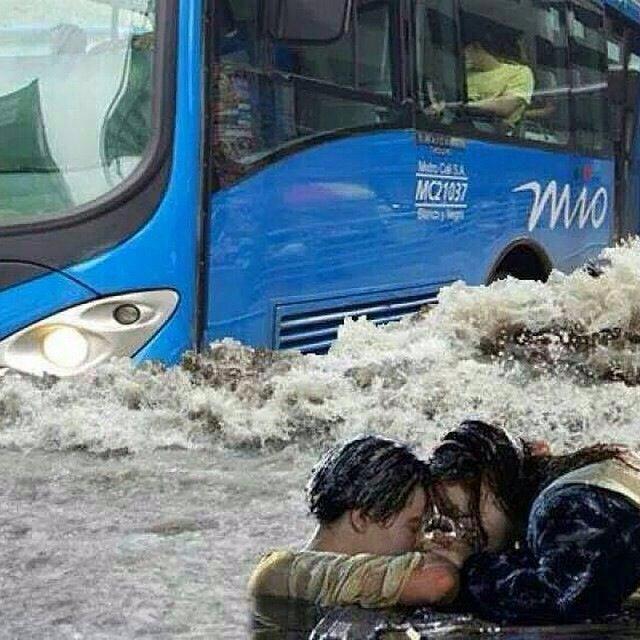 meme lluvia titanic jack & rose