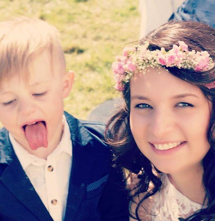 #weddingwednesday ���� �� �� Heute ein Schnappschuss mit meinem allerliebsten Räuber zusammen ������ #nowordsneeded #endlesslove #wedding #weddingdress #wife #nephew #auntie #sun #flowers #pregnancy  #preggo #mommytobe#ssw36 #9month #cousintobe #familygoals #picoftheday http://gelinshop.com/ipost/1521647776265855156/?code=BUd-pcpluC0