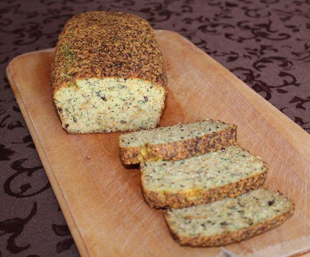 Prosto i swojsko: Chleb paleo z cukinią i marchewką