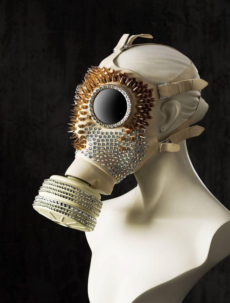 Ich freue mich, den jüngsten Neuzugang in meinem #etsy-Shop vorzustellen: Edle Strass Gasmaske, Weiße Fetisch Gummi Maske, Couture-Maske, Kopfschmuck http://etsy.me/2iW4qvA #accessoires #beige #latexmaske #gummimaske #gasmaske #kopfschmuck #modenschau #fetisch #party