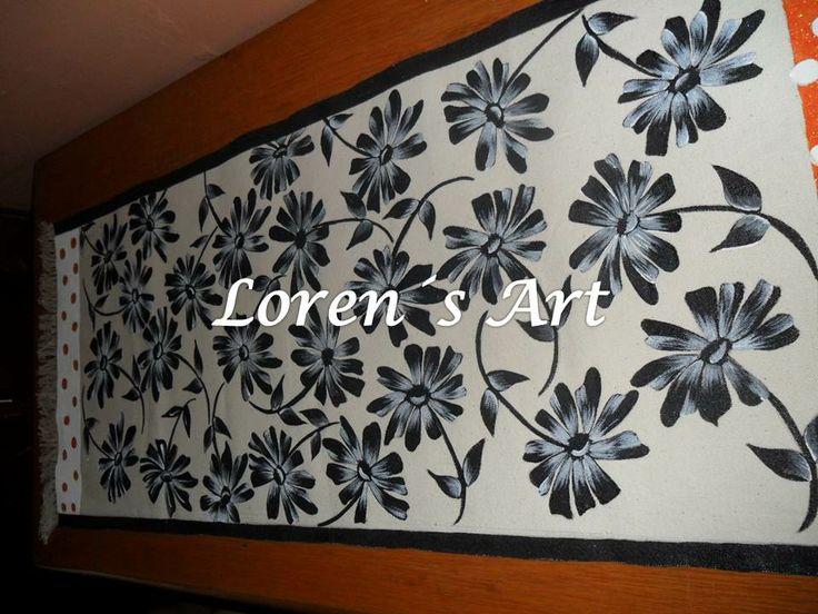 camino de mesa pintado a mano sobre lona