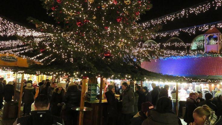 Weihnachtsmarkt Lübeck in der Weihnachtsstadt des Nordens in Schleswig-Holstein. In der Hansestadt Lübeck erwarten Dich mehrere Weihnachtsmärkte in der gesamten Altstadt mit Riesenrad Märchenwald mittelalterlichem Weihnachtsmarkt und natürlich vielen Ständen und Buden an denen es Glühwein Bratwurst Handwerkskunst Geschenkideen Weihnachtsdeko und vieles mehr gibt.  Bis Ende Dezember ist Lübeck ein einziger Weihnachtstraum mit seinen weihnachtlich geschmückten Altstadtstraßen und den…