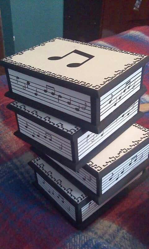 Cajas de madera pintadas a mano con motivo musical