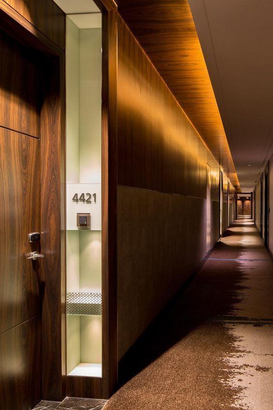 Westin singapore guestroom corridor project 16 166 for Hotel corridor decor