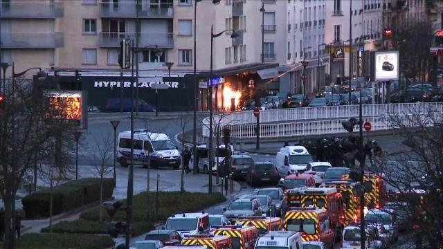 Les policiers ont écouté  en direct la prise d'otages d'Amedy Coulibaly dans une épicerie casher, vendredi à Paris, grâce à un téléphone qu'il avait apparemment
