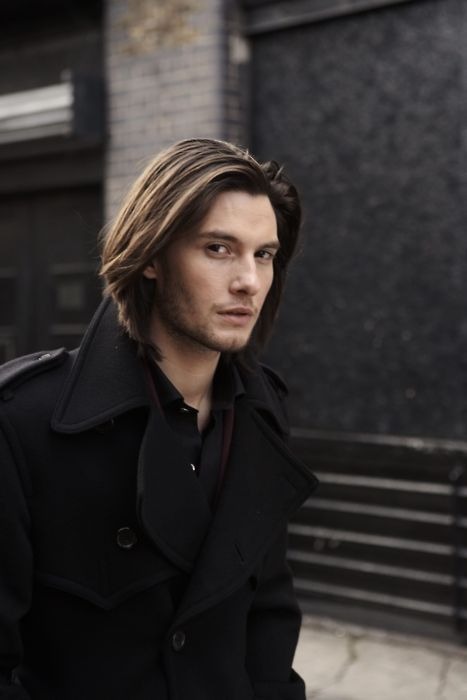 Ben Barnes from Narnia, he plays prince caspian! Too bad he's 31...still gorgeous though (; age is only a number though!