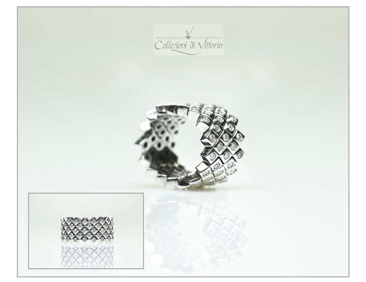 The Geometrical ring in 18k white gold set with diamonds