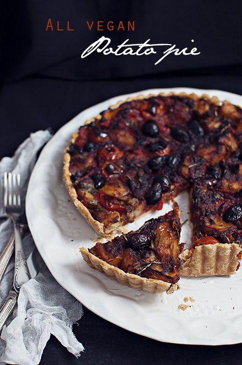 Tarta vegana cu cartofi, rosii si rozmarin/ All vegan potato pie - Andie