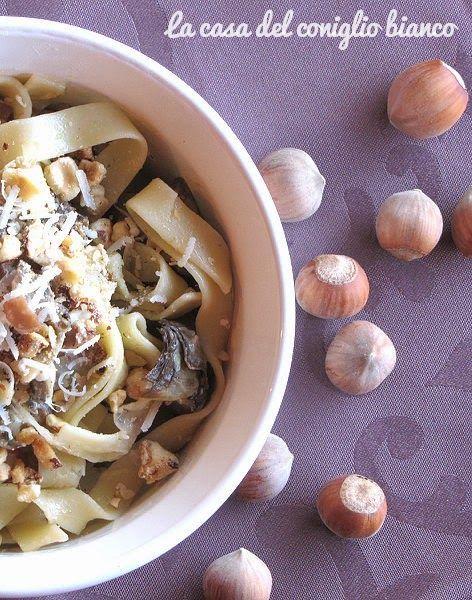 Pasta ai carciofi, nocciole e prosciutto croccante